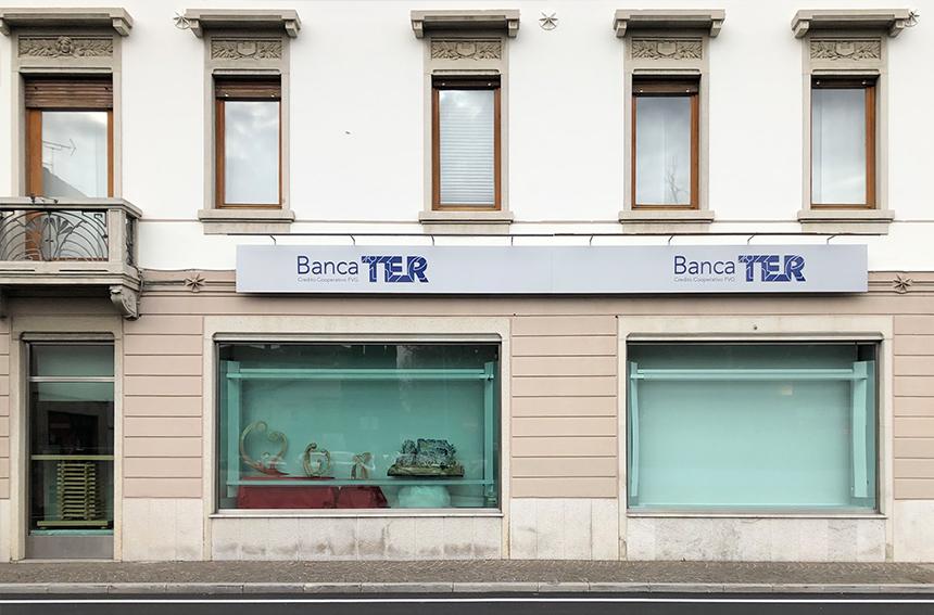 showcase applicazione pellicole vetro nella banca TER di Manzano